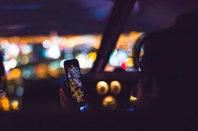 osoba mobilní telefon