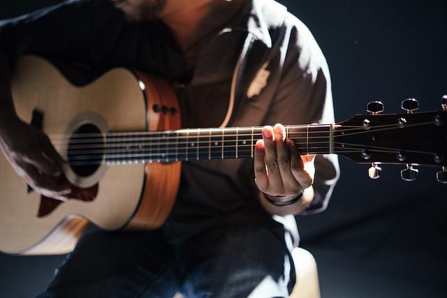 mladý kytarista